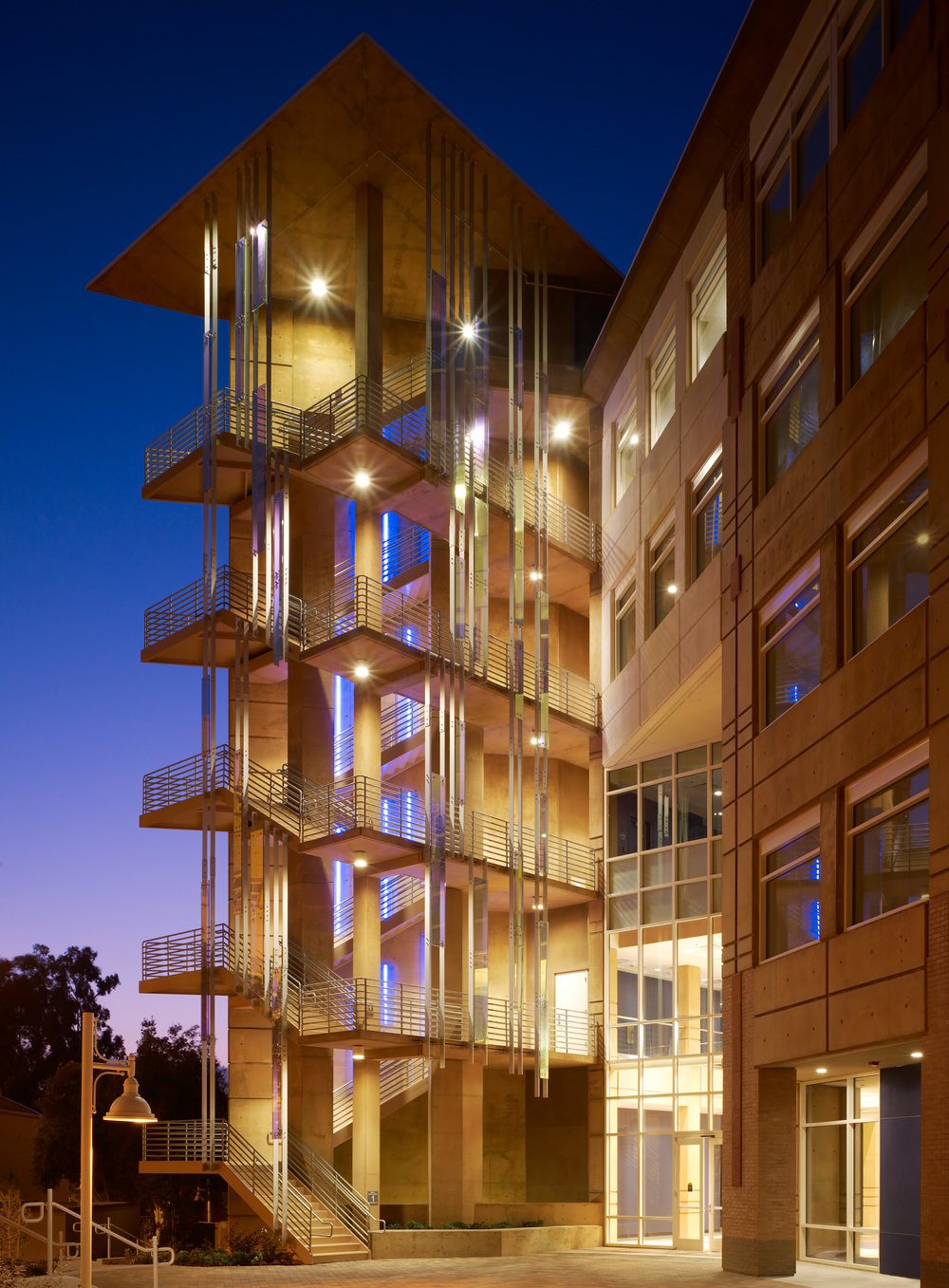 Social & Behavioral Sciences Gateway - UC Irvine -  LEED GOLD
