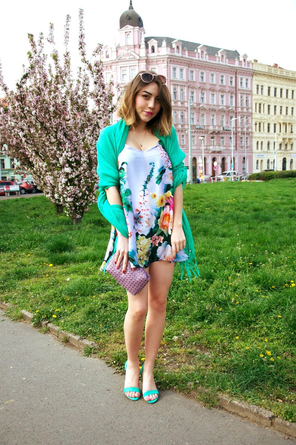 Cute springtime outfit / www.MarinaSays.com