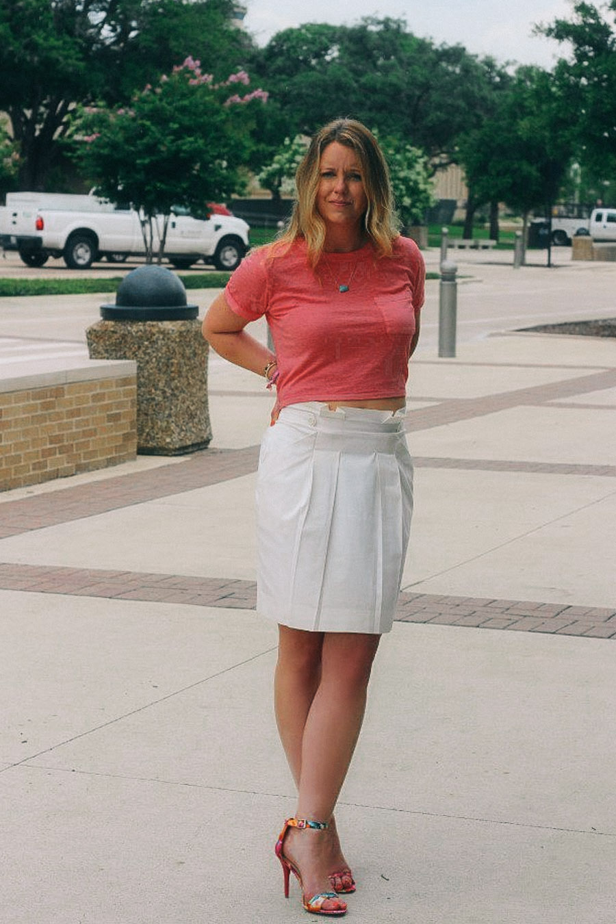 Salmon crop top with white pencil skirt / www.MarinaSays.com
