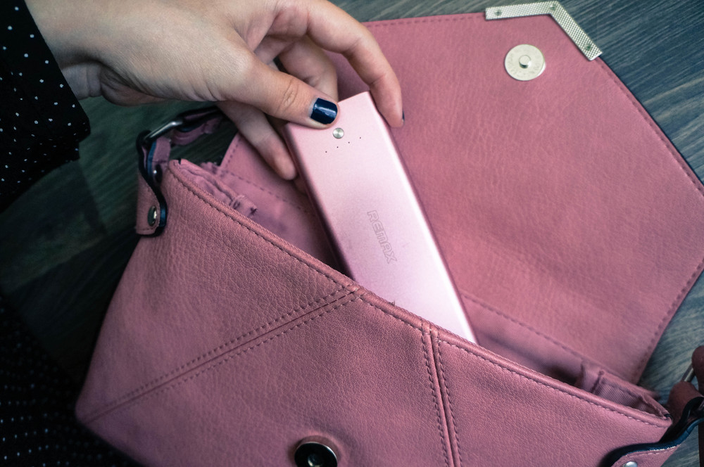 Always pack an external charger in your purse & other smart girl tips on www.MarinaSays.com