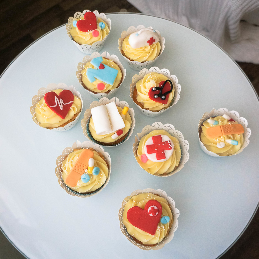 10 adorable first aid cupcakes with a buttery vanilla topping. Fine cute fashion styles, lifestyle diary entries, and beauty updates on www.MARINASAYS.com
