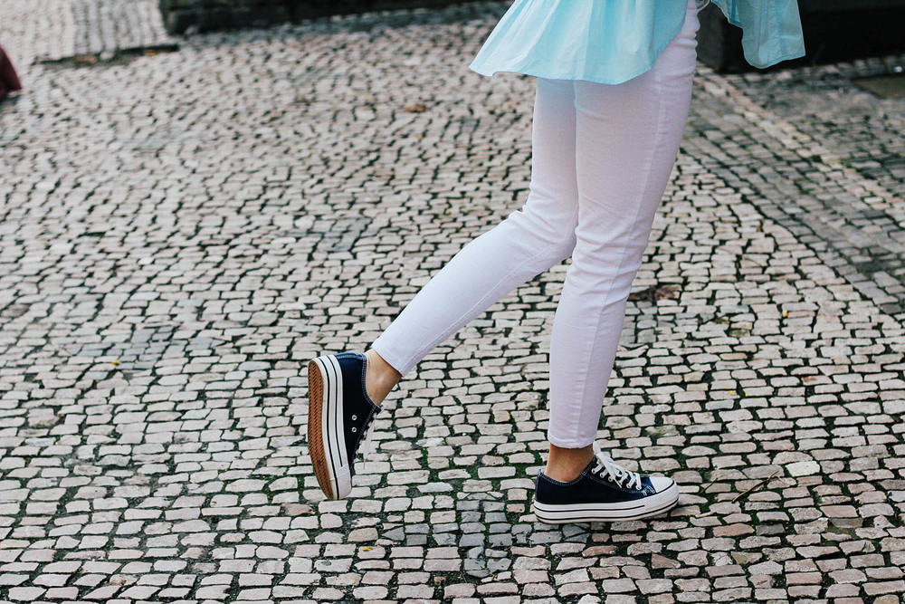 Navy blue converse with white pants - an everyday outfit inspiration by MarinaSays. More great looks at www.MARINASAYS.com