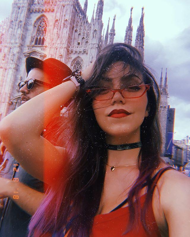 La Donna Milanese // 🐇🐇🐇// #milan #milano #milanitaly #fashioncity #italianwannabe #iloveitaly #stylishcouple #ladyinred #ladyinred💋 #travelitaly