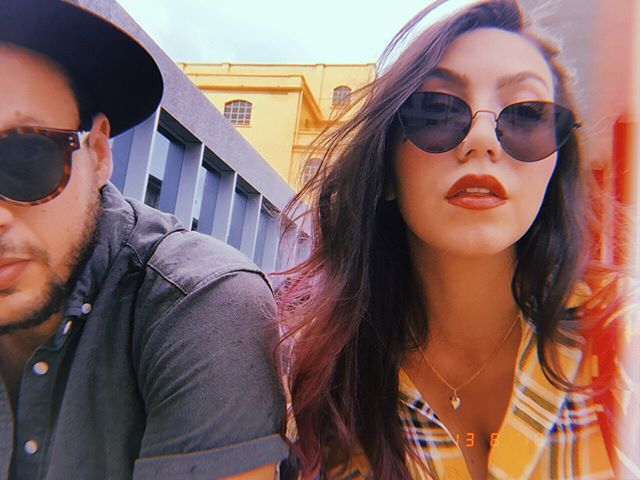 Time for art // 🐱🌼🔑// #milanitaly #fundazioneprada #selfiecouple #sunglasses #italianwannabe #itali #travelcouple #stylishcouple