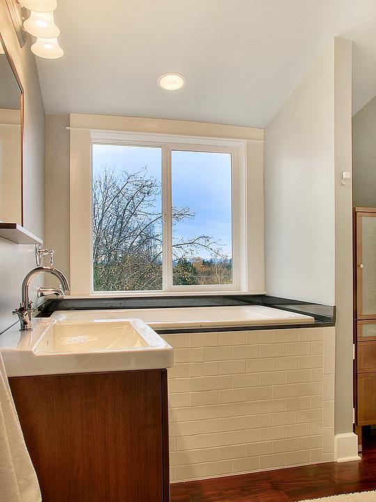 09-720Master Bath.jpg