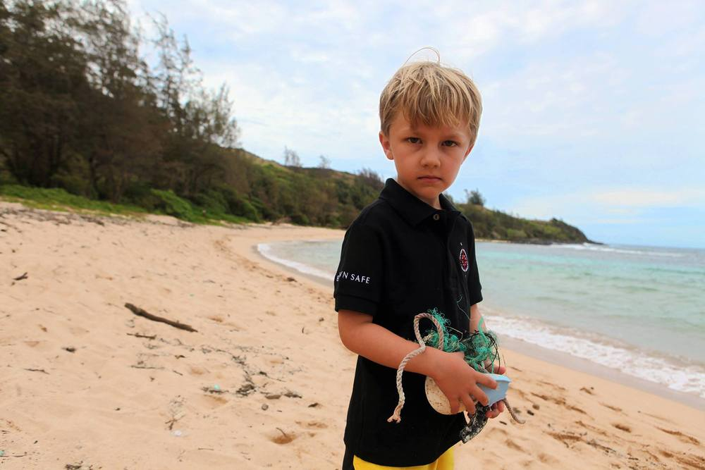 Connor Beach Cleanup hawaii06.jpg