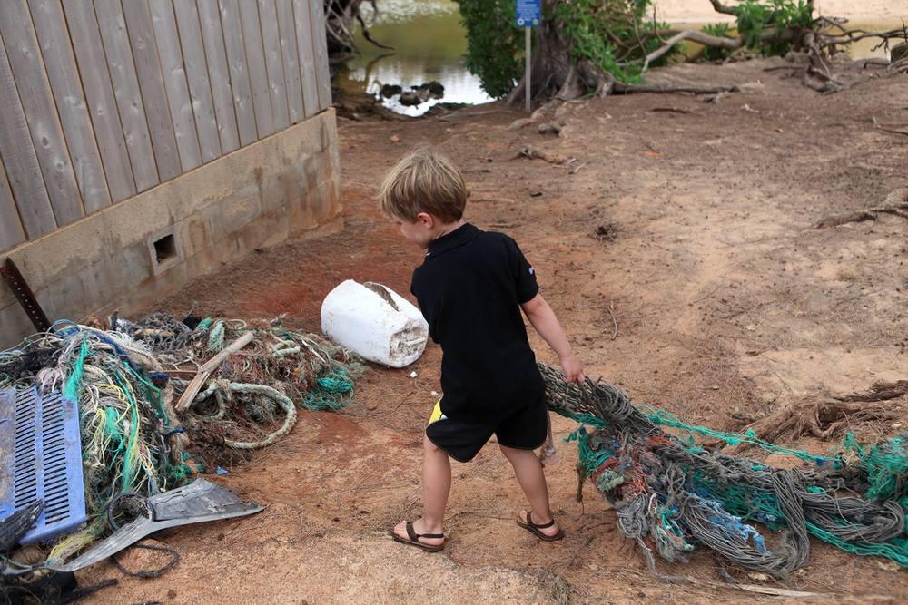 Connor+Beach+Cleanup+hawaii09.jpg