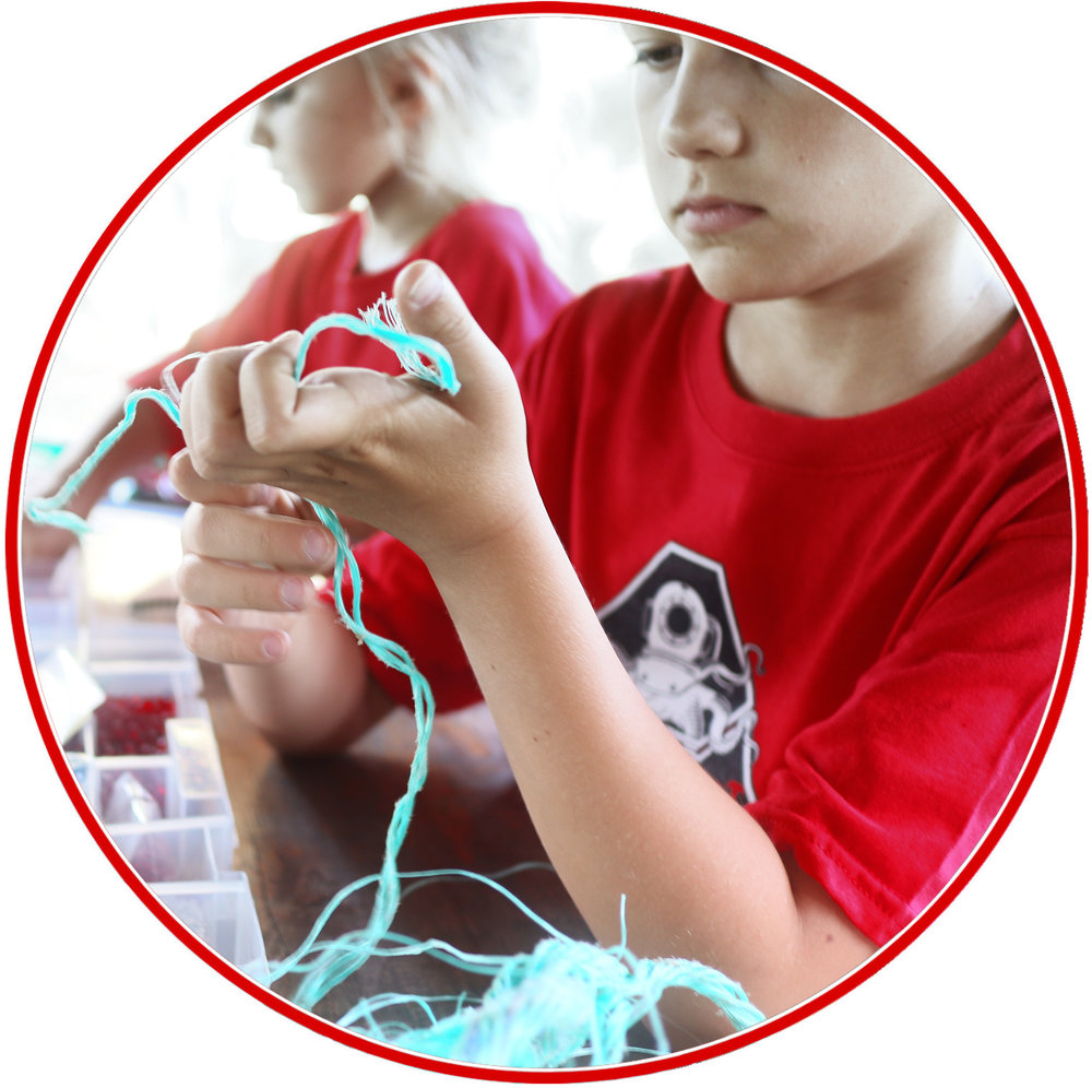 KIDS CREATE THE BRACELETS FROM RECOVERED FISHING NETS -