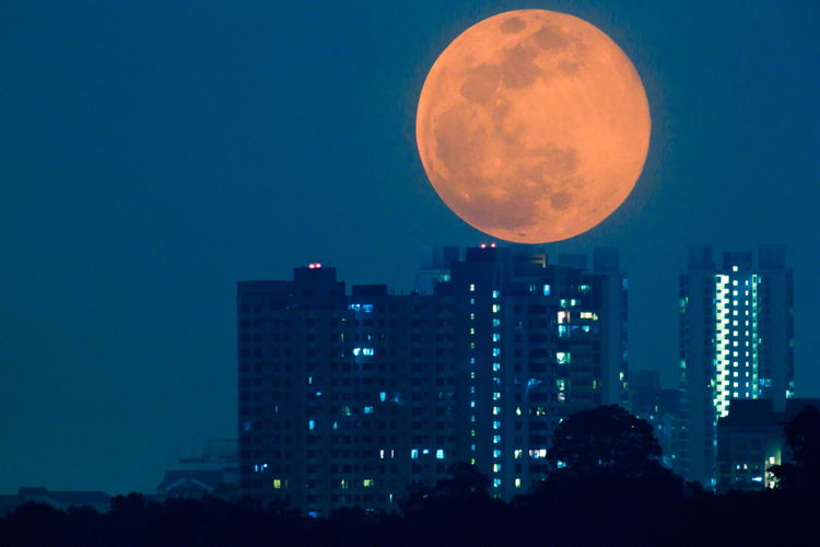 Supermoon on June 26, 2013 In Singapore over HDB Blocks Shot by Jeremy Chan