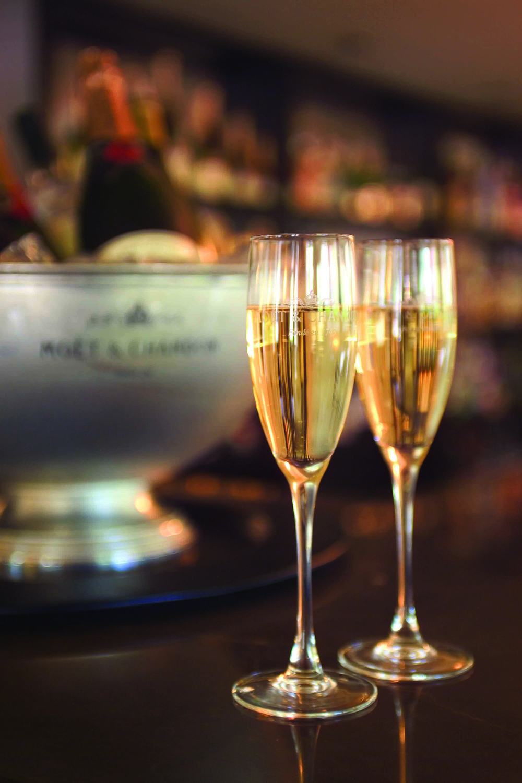 08 Champagne.jpg