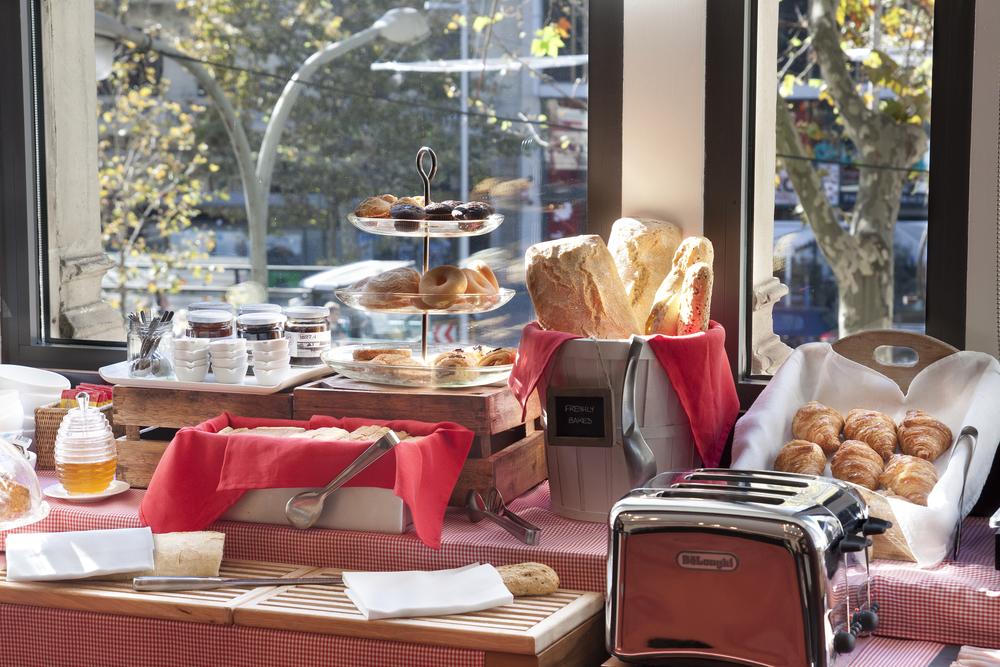 SixtyTwo Hotel Breakfast