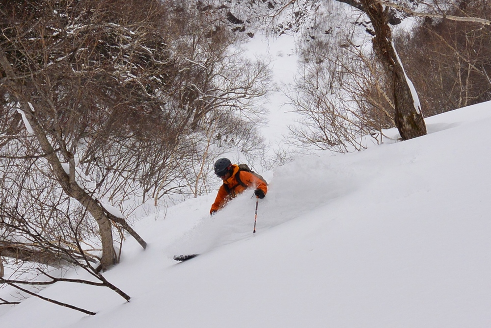 This line is pretty easy, but if you don't find the right entrance you'll fall off a cliff. Oh Kurodake, you're such a tease. © The Powder Project Pty Ltd