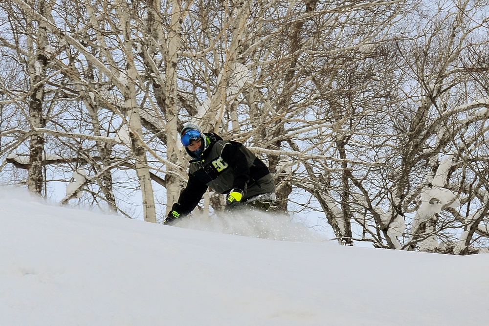 Sun's out. Time to ride pow. © The Powder Project Pty Ltd