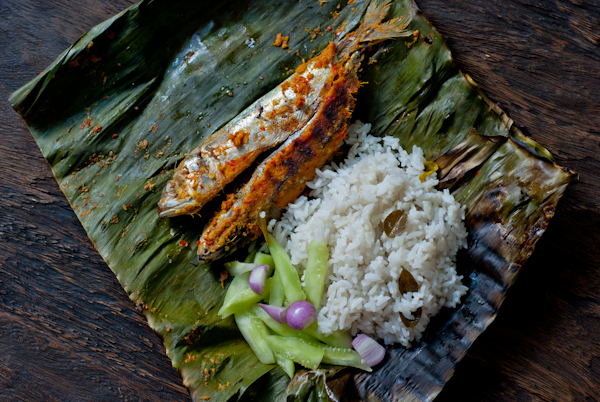 indonesian-grilled-fish-banana-leaves.jpg