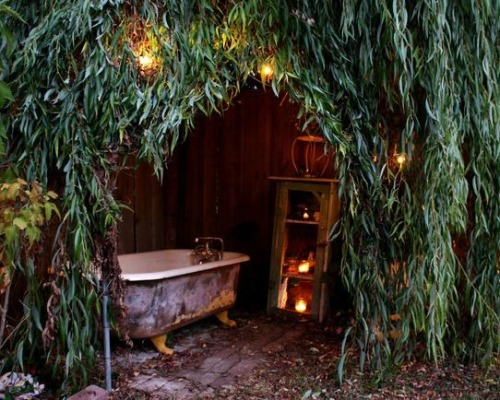 a magical outdoor tub to soak / dream / read / share!