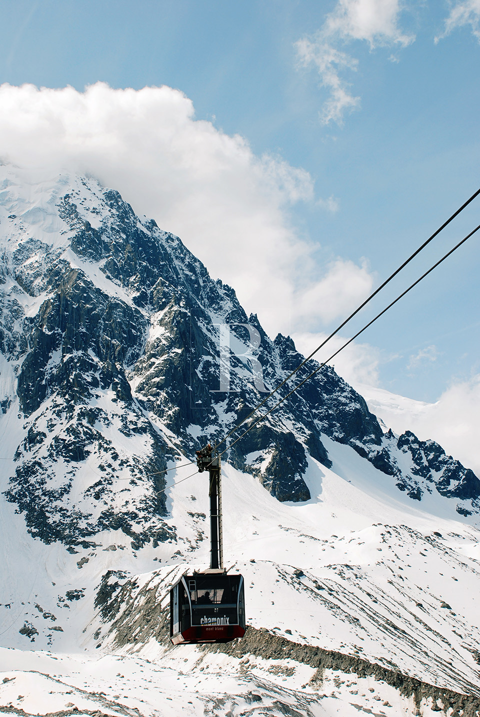 RYAN PARKER PHOTOGRAPHY_TRAVEL_FRANCE_MONT BLANCE_MOUNTAIN_ICE_SNOW_CABLE WAY-.jpg
