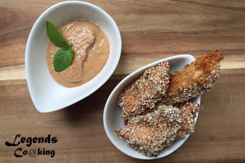 Sesam-Hähnchen-Sticks mit Erdnussdip