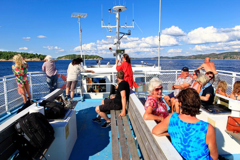 Øyloffing med Hvaler-fergene. Å ferdes med fergen på øyhopping er for mange reisen som en del av målet.©