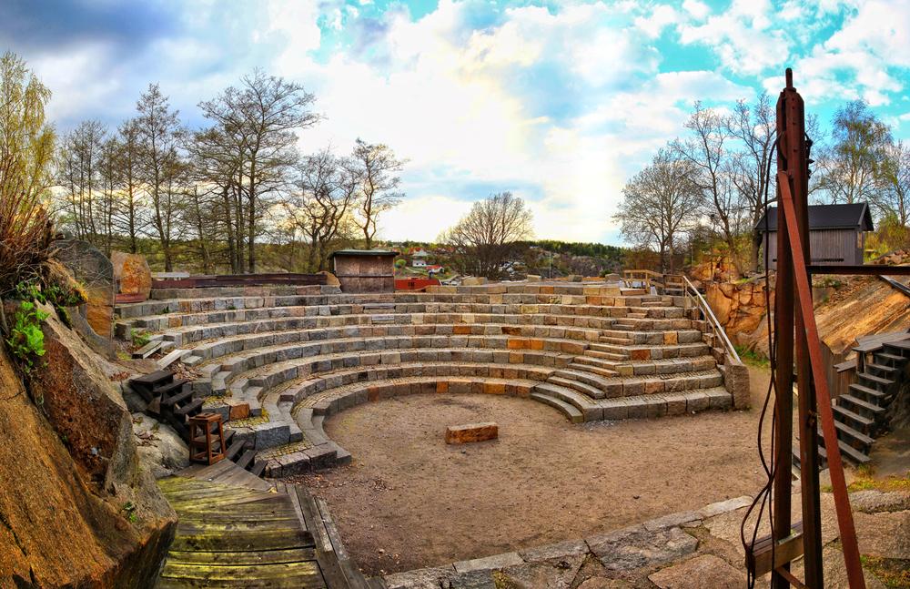 Amfiteater bygget av stedets granitt