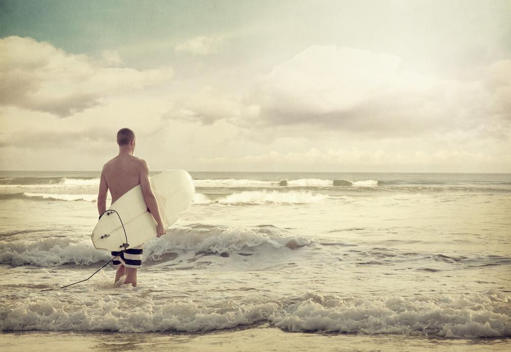 SURFING HVALER. Ved badestrendene Ørekroken og Storesand er det topp forhold for alle typer brettsurfing.