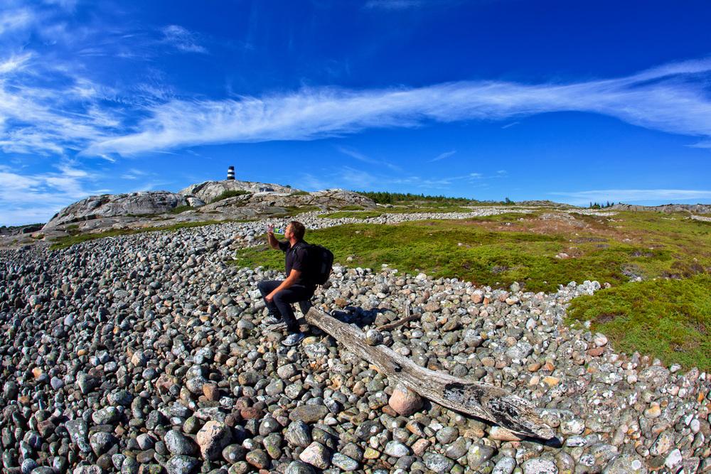 Den enorme rullesteinstranda på Herføl er en del av opphavet til Oslofjordens ra - grusryggen som strekker seg over Oslofjorden til Vestfold og snor seg sydover til Jomfruland utenfor Kragerø på Telemarkskysten.