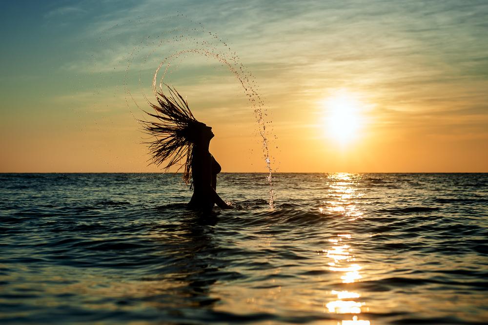Det er noe eget med å bade ut fra en strand som har endeløs utsikt mot horisonten.