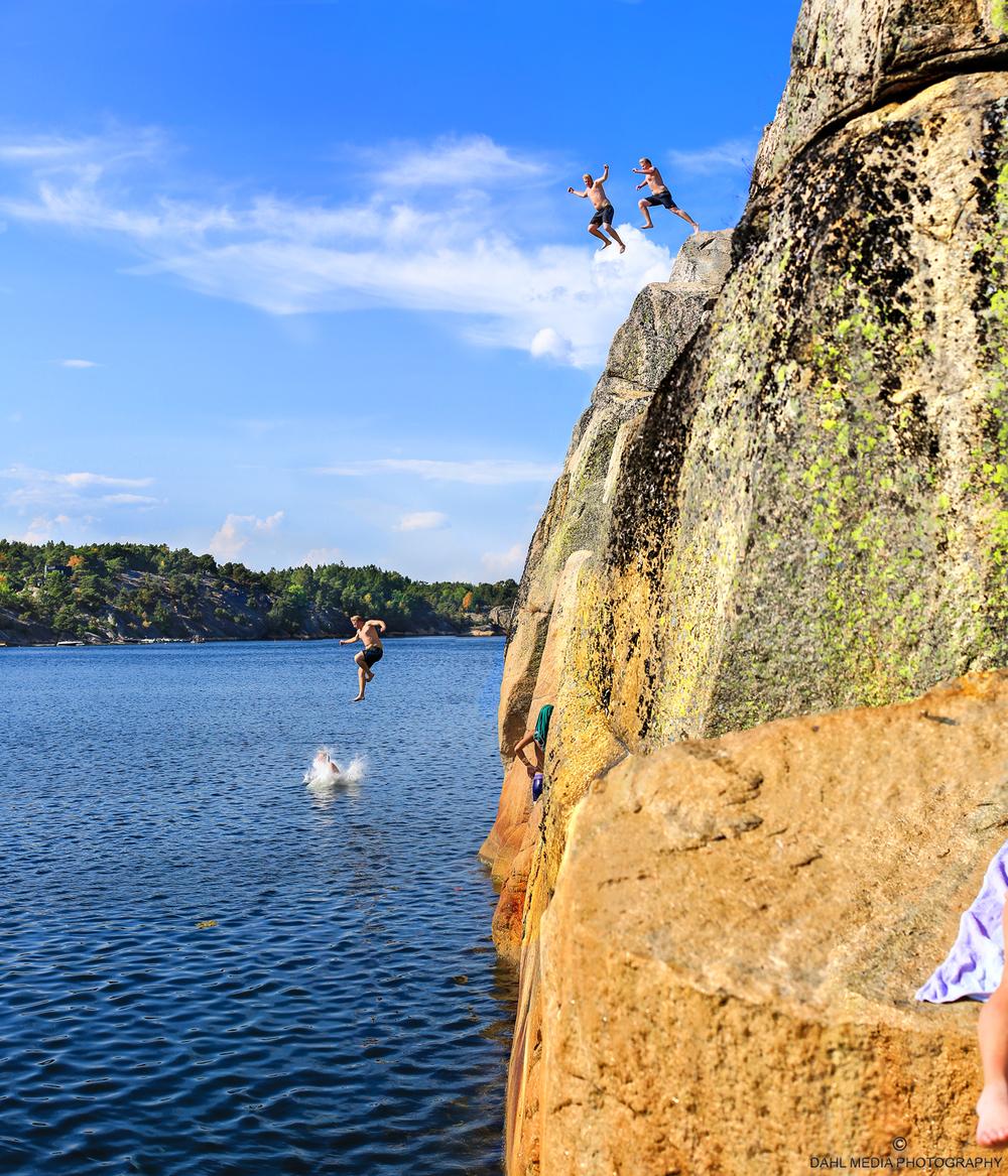 Klippene i Vauerkilen på Røa (på Vestrøy) har Østfolds beste klipper til stup og hopping fra 10 - 13 meter.