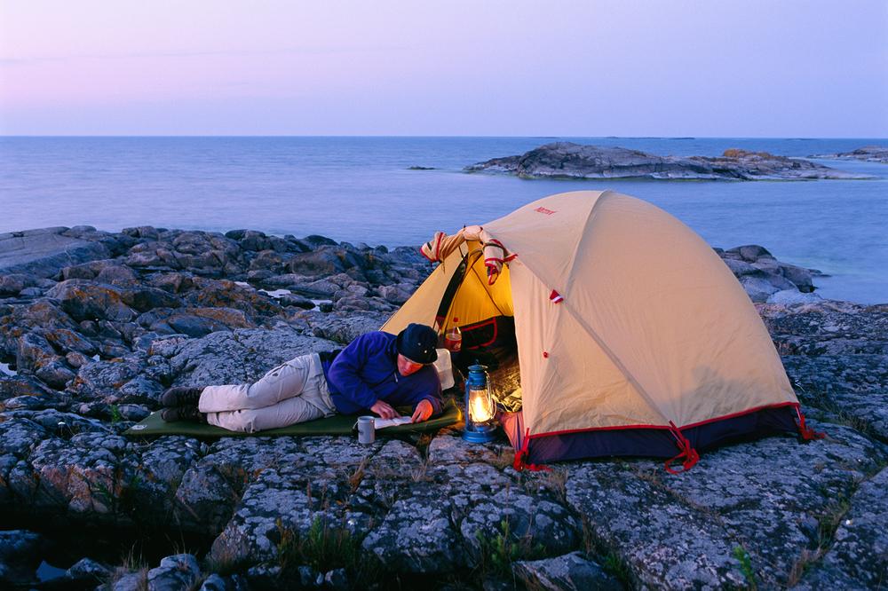 Ytterst i Oslofjorden, helt på grensen til Sverige, ligger Hvalers øyrike med 833 holmer og skjær.