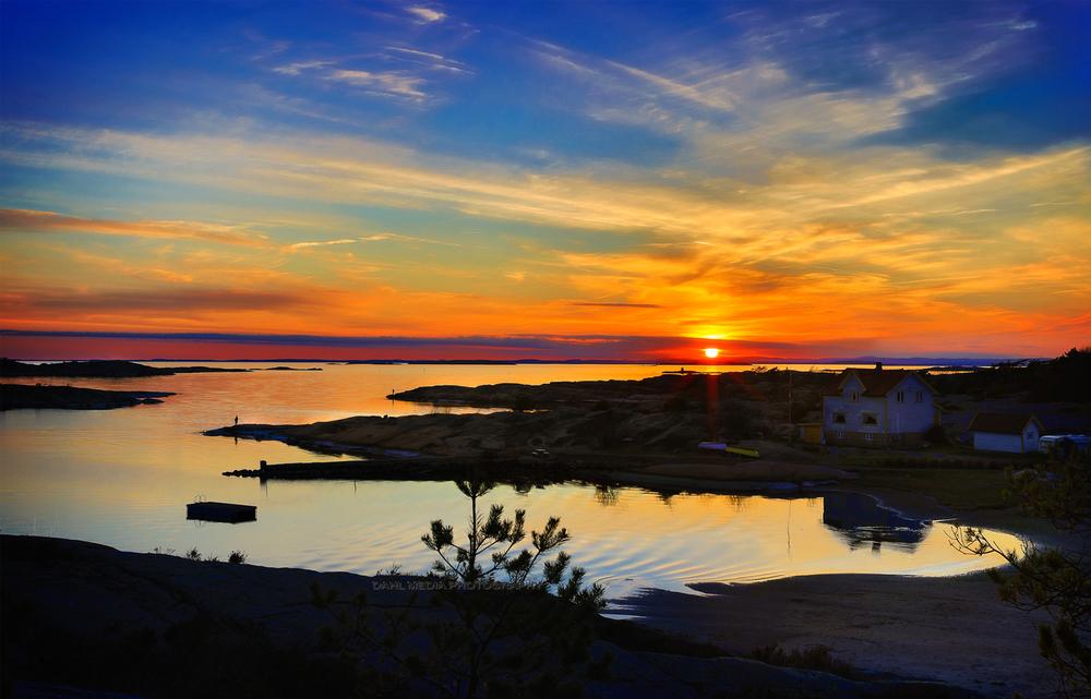 Djupeklo. denne vårkvelden sto det sportsfiskere på hver eneste holmetupp for å jakte på havets dronning langs kysten Onsøy