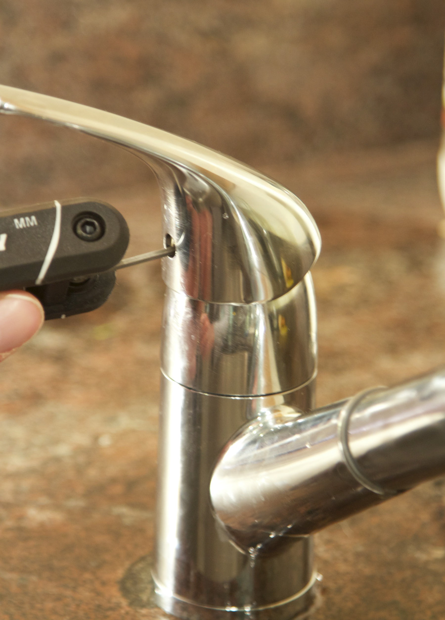 Wall mounted filtered water faucet