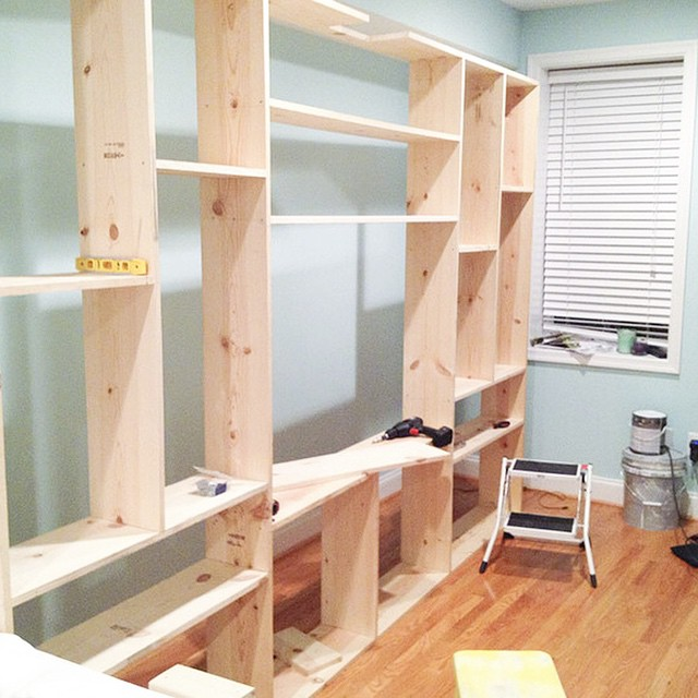 ICYMI - details of how we built the #builtins are on the blog! Link in profile #diy #livingroom #builtin #bookshelf