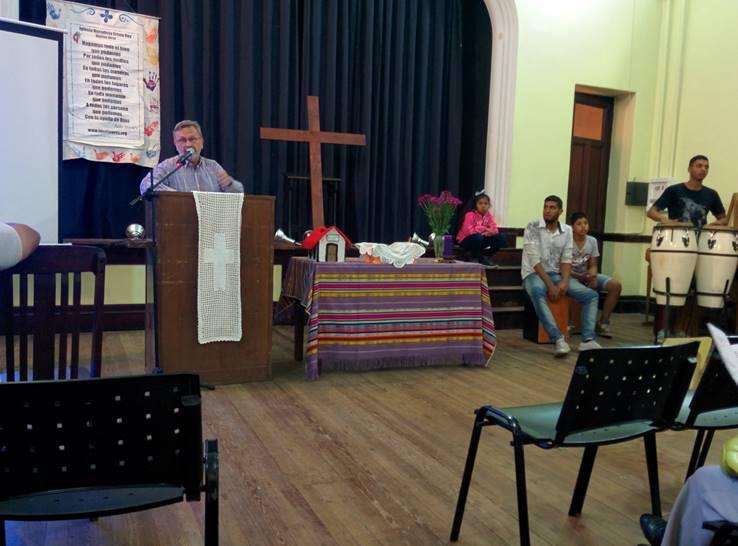 """Saturday Night Service """"El Culto"""" (The Worship Service)"""