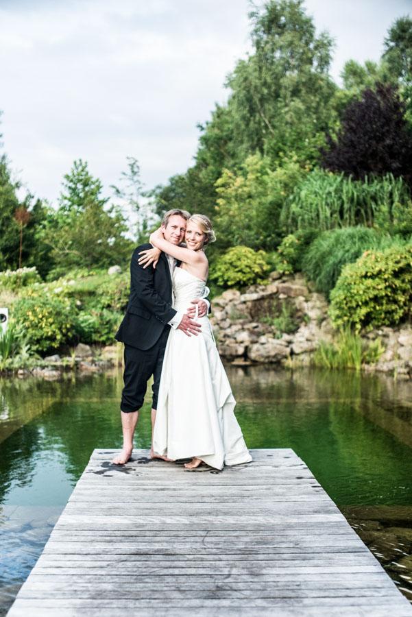 Nadine_Soeren_HochzeitPoolParty_WEB_-43.jpg