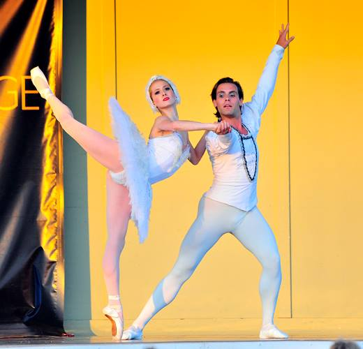 Mary Kate Reynolds and Justin Estelle Performed the Swan Lake Pas De Deux at 2013 Freeman Stage Performance.