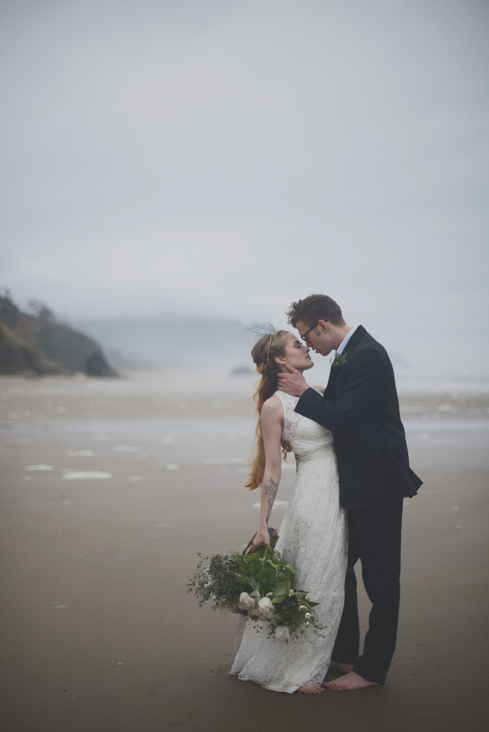 romantic-oregon-beach-wedding-bouquet