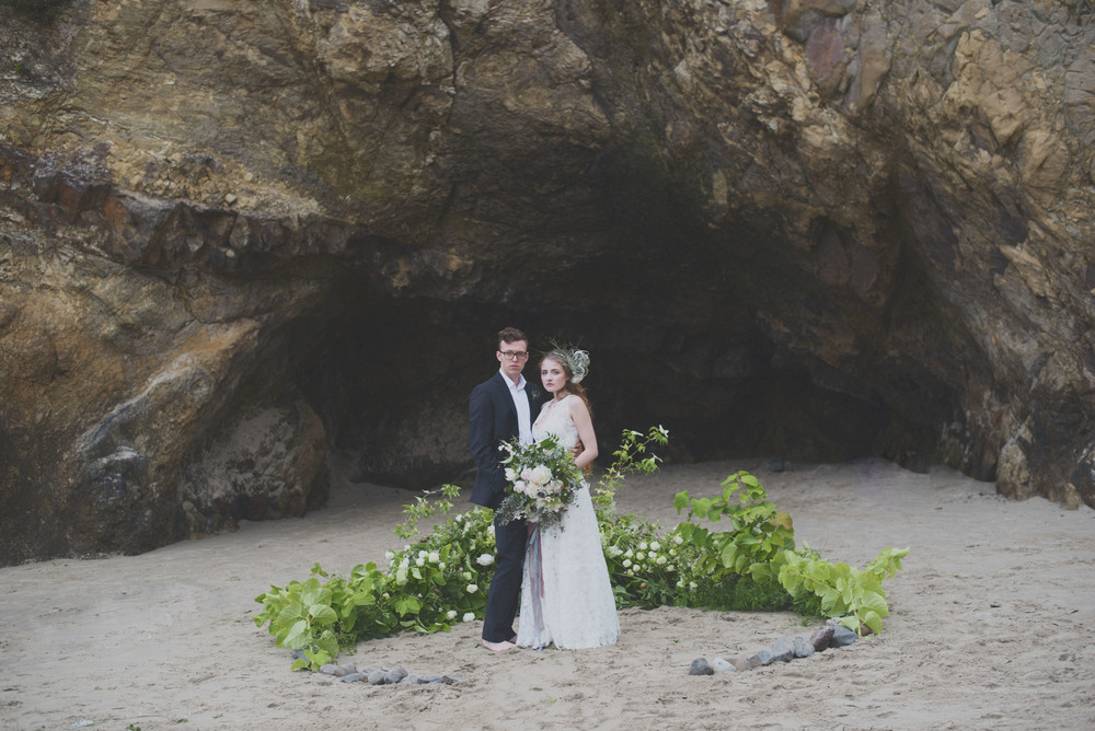 ceremony-circle-installation-oregon-beach