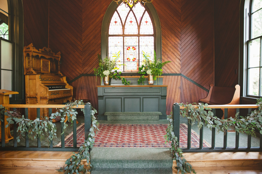 altar-and-garlands.jpg