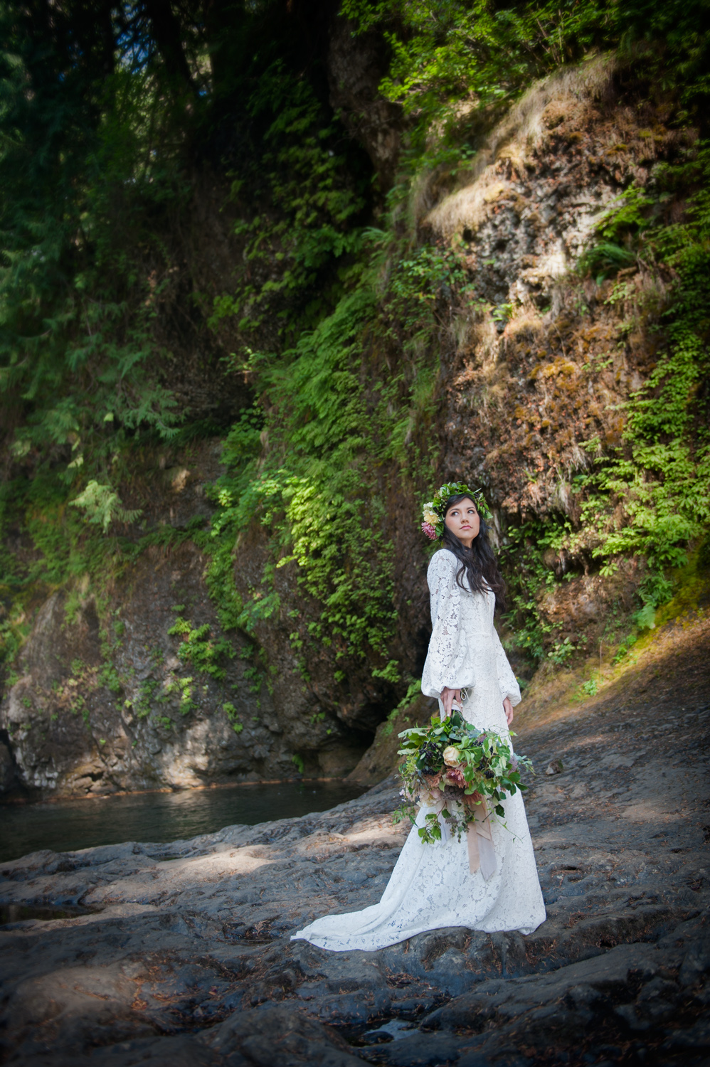 bride, bouquet at Silver Falls State Park