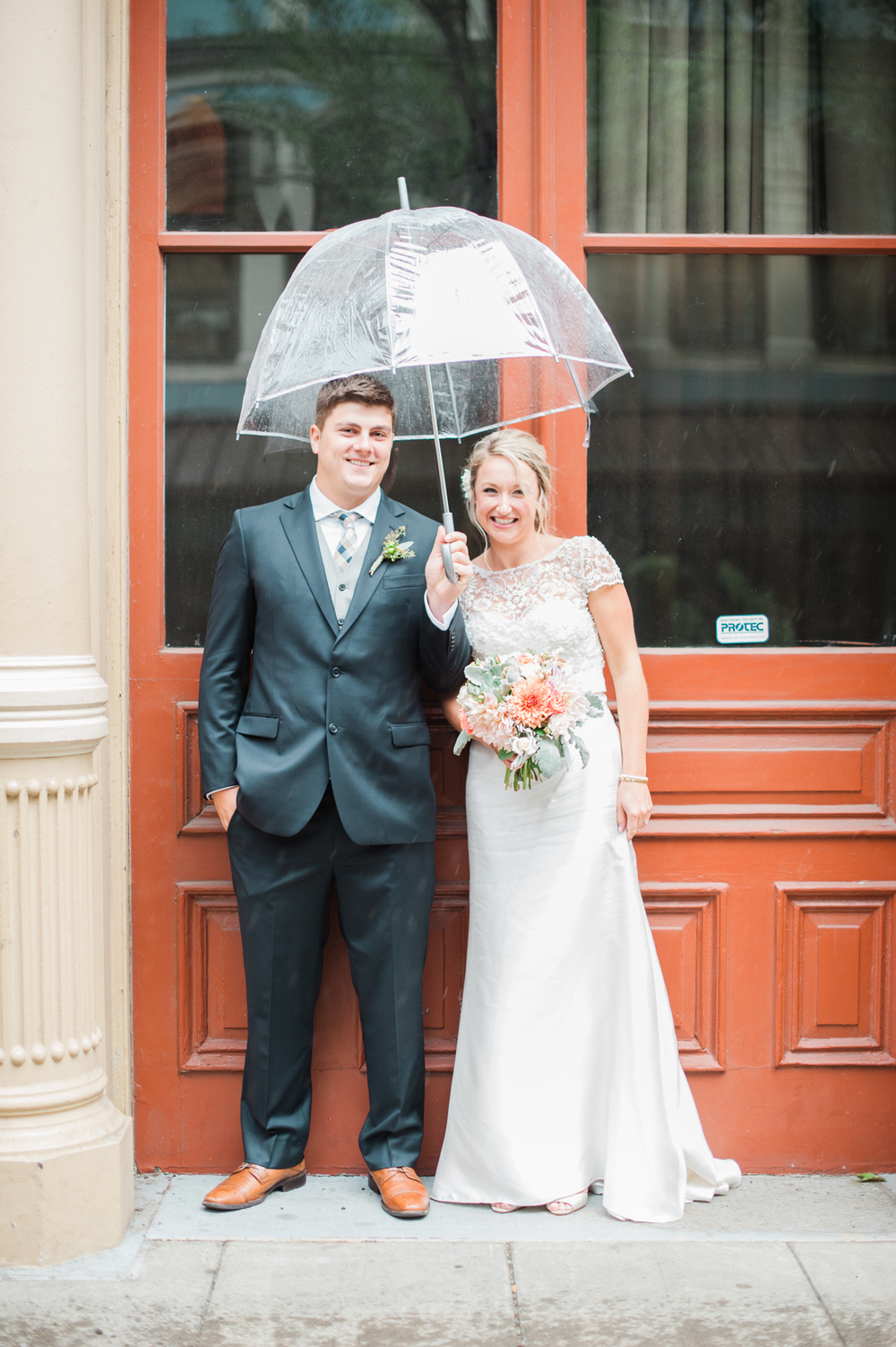 portland-bride-and-groom-in-the-rain