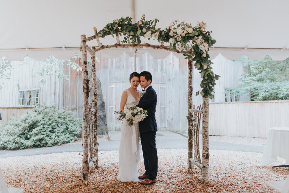 portland-oregon-wedding-flowers-arch-arbor-garland.jpg