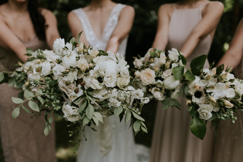 portland-oregon-wedding-flowers-white-bouquets-group.jpg