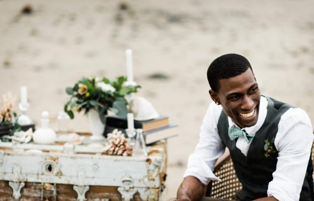 seaside-elopment-table-and-groom
