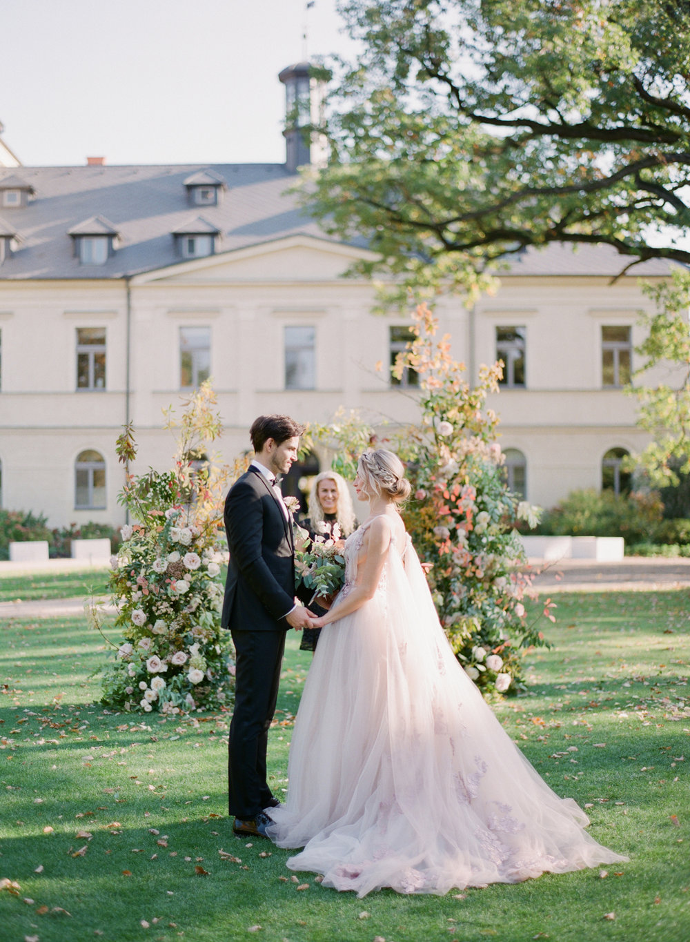 chateau mcely wedding prague wedding photographer