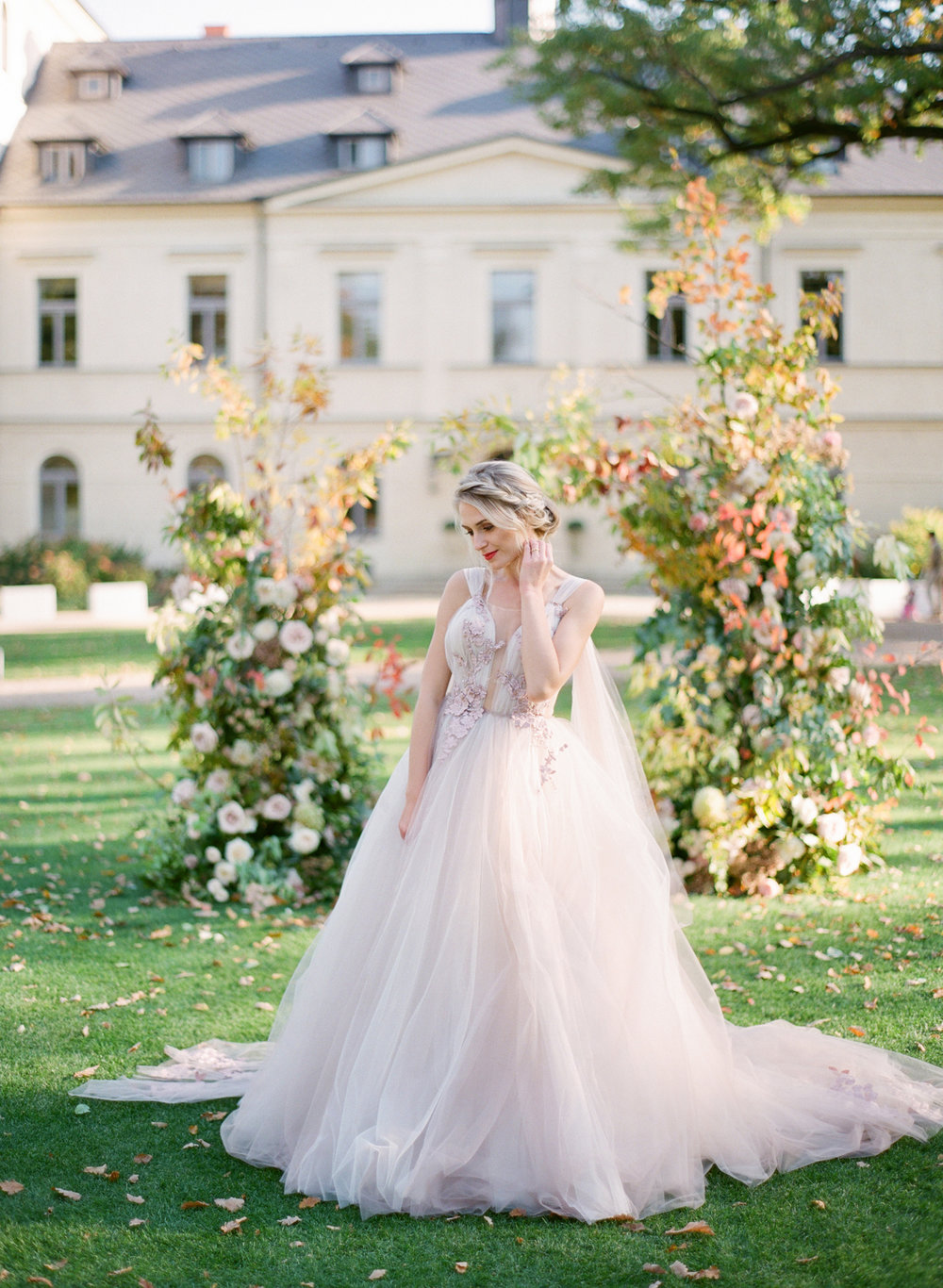 lake como wedding photographer nikol bodnarova photography film wedding photographer