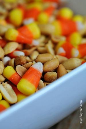 2_candy-corn-snack-mix-DSC_65491.jpg