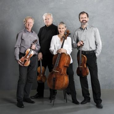 Martinů Quartet: Lubomír Havlák, 1st violin; Libor Kaňka, 2nd violin; Zbyněk Paďourek, viola; Jitka Vlašánková, cello.