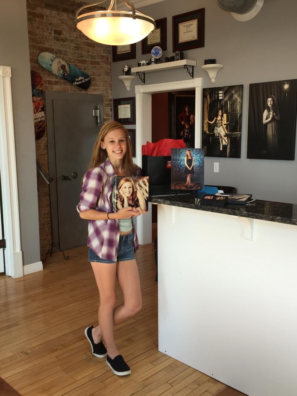 Senior Model Alli grabbing her album, prints, wallets and iPix images!