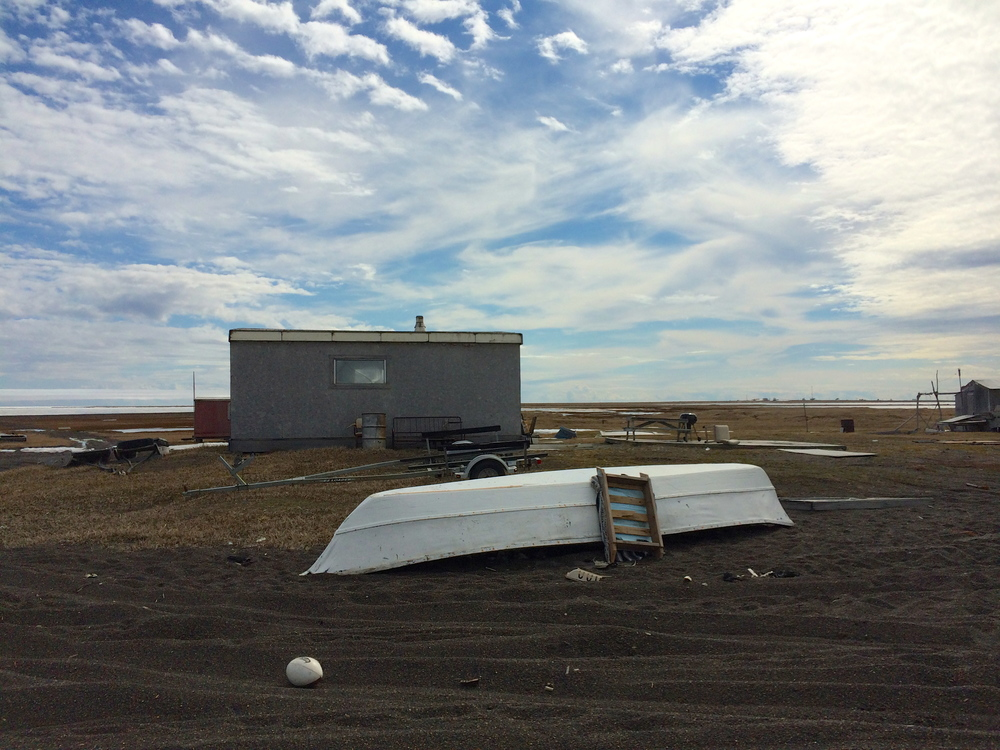 Umiaq and typical cabin at Pigniq.