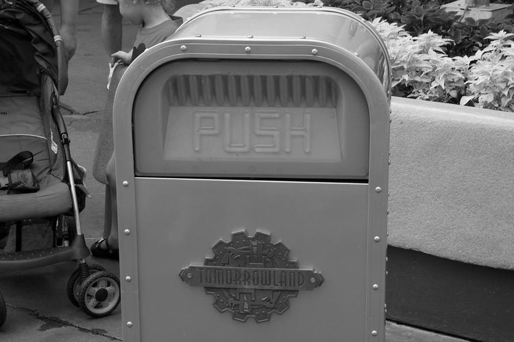 pushbandw.jpg