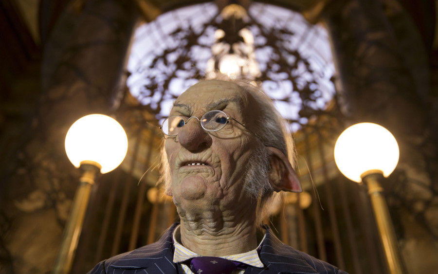 HP-and-the-Escape-from-Gringotts-3-900x563.jpg